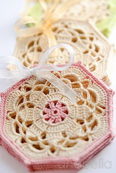 Vintage crochet coasters free written instructions + graphic, by Anabelia
