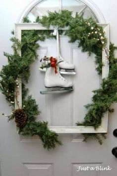 Dopo aver parlato dell'Albero di Natale, è ora giunto il momento di concentrarci sul resto della nostra casa. Certo, per molti di voi l'alb...
