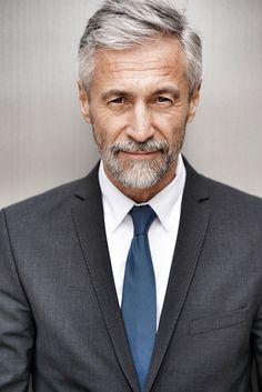 SILVER - Agence de Top Modèles de plus de 40 ans - Paris Older Mens Fashion, Men's Fashion, Popular Mens Hairstyles, Beard Haircut, Grey Beards, Beard Hair Growth, Men With Grey Hair, Business Portrait, Mature Men