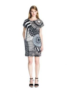 Gili by Marimekko. Love the concept. Maybe do in a random stripe. Different back and front. Marimekko Dress, Day Dresses, Dresses For Work, Work Wear, Spring Fashion, Cool Outfits, White Dress, Couture, Outfits