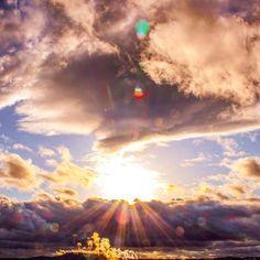 ❤︎ 雨上がり♡ . 雲の間から キラーン✨✨✨ . 心地良い陽射し♡ . . #イマソラ . #雨上がり#青空#優空#優しい空#ソラを見上げて#igで繋がる空#そらふぉと#空が好き#空好きな人と繋がりたい#ファインダー越しの私の世界#ダレカニミセタイソラ#夕方の空#空は繋がってる#雲の切れ間の世界#JHP#instagramjapan#jp_gallery#bestjapanpics_#artsunsets#unlimitedsunset#skylovers#love_all_sky#skysun_friends#igw_skyline#clouds_of_our_world#sunset_captures#sunset_lovers #team_jp_西#一眼レフ milkyway_003 303