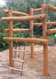 """Børnehaven Troldehøj i Ålborg har fået opdateret legepladsen. Nikostines montører har opsat et nyt og spændende klatresystem, i firkantet formation. Vi håber børnene bliver glade for den """"nye"""" legeplads ツ #Legeplads #Klatresystem #Klatrestativ #Nikostine"""