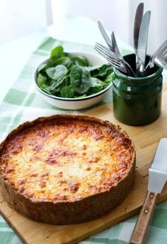 Keto meat pie -Filling-½ onion, finely garlic clove, finely T butter or olive ground beef or ground lamb-salt and T dried T tomato paste -½ c water-Pie crust-¾ c almond T sesame T coconut T ground psyllium husk t baking pinch T olive oil … Ketogenic Recipes, Low Carb Recipes, Cooking Recipes, Ketogenic Diet, Clean Recipes, Cooking Tips, Easy Recipes, Healthy Recipes, Low Carb Meats