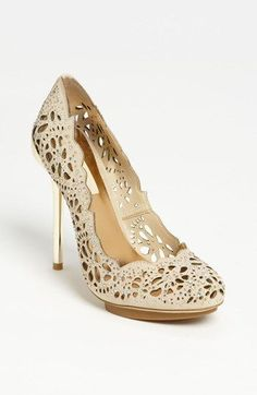 Beautiful Peacock Pump Shoes These gorgeous pumps feature an outstanding cutwork pattern. That make them look so cute. Pretty Shoes, Beautiful Shoes, Cute Shoes, Me Too Shoes, Stilettos, High Heels, Zapatos Shoes, Shoes Heels, Beauty And Fashion