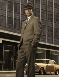 Congratulations to St. Louis native and Mizzou grad, Jon Hamm, for winning the 2015 Emmy for outstanding lead actor in a drama series for his role as Don Draper on Mad Men. Don Draper, Jon Hamm, Sharp Dressed Man, Well Dressed Men, Mad Men Mode, Dandy Look, Style Année 60, Dope Style, Madmen Style
