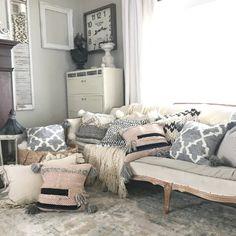 Hallstrom Home: Wool Pom Pom Tutorial for Crafts