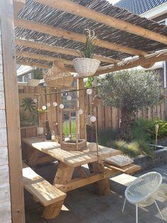 Ibiza garden Whilst ancient in principle, the particular pergola is enduring Porch And Balcony, Balcony Garden, Beach Gardens, Outdoor Gardens, Patio Bohemio, Carport Patio, Porches, Side Garden, Ibiza Fashion