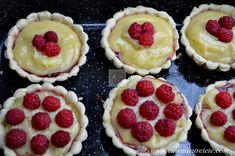 Tarte cu crema de vanilie si zmeura - CAIETUL CU RETETE Holiday Recipes, Cheesecake, Cookies, Desserts, Food, Deserts, Pie, Crack Crackers, Tailgate Desserts