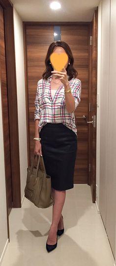 Plaid shirt: Lovers + Friends, Black pencil skirt: SISLEY, Beige bag: celine, Navy heels: PELLICO