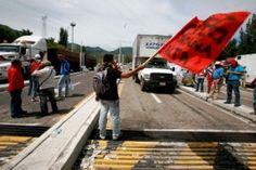 Normalistas vuelven a tomar la caseta Palo Blanco de la autopista del Sol - http://www.tvacapulco.com/normalistas-vuelven-a-tomar-la-caseta-palo-blanco-de-la-autopista-del-sol/