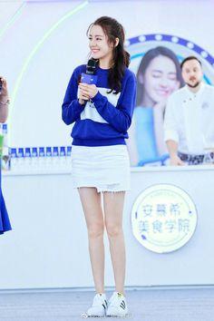 Girl Desk, Perfect Smile, Chinese Actress, Beautiful Celebrities, Ulzzang Girl, Daily Fashion, Asian Woman, Spring Summer Fashion, Asian Beauty