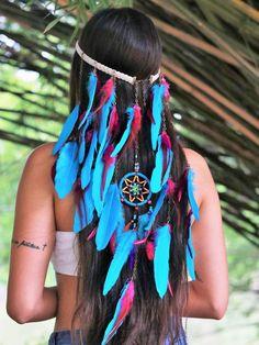 Headband de Penas Aiyra Feather Headdress, Feather Headband, Boho Gypsy, Hippie Boho, Hippie Vibes, Feather Hair Pieces, Native American Girls, Gypsy Costume, Festival Costumes