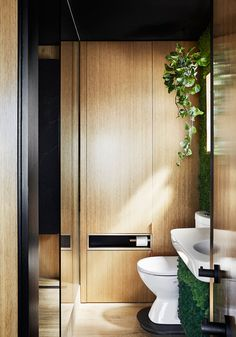 This small and modern bathroom features timber-look porcelain tiles, a green wall, and a fold-down clothes drying rack. Cozy Interior Design, Richmond Apartment, Micro Apartment, Small Apartment Units, Bathroom Inspiration Modern, Small Bathroom, Small Space Solutions, Small Apartment Design, Bathroom Design