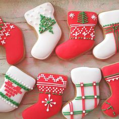 40 Cute And Easy DIY Christmas Cookies You Need To Copy For The Coming Holiday - Page 4 of 40 - Women Fashion Lifestyle Christmas Deserts, Christmas Tree Cookies, Iced Cookies, Royal Icing Cookies, Cookies Et Biscuits, Holiday Cookies, Christmas Candy, Christmas Baking, Diy Christmas