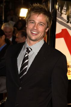 He was all smiles (and hotness) at the LA premiere of Ocean's Eleven in December 2001.