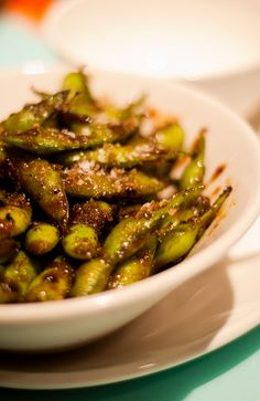 Edamame - I love this Veggie Dishes, Side Dishes, Side Recipes, Fun Recipes, Snap Peas Recipe, Edamame Beans, Sugar Snap Peas, Appetizer Dips, Wok