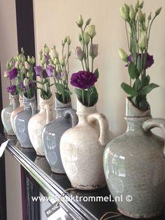 vazen op schouw Home Interior Accessories, The Potter's Wheel, Rustic Modern, Rustic Farmhouse, Vignettes, Rustic Decor, Scandinavian, Glass Vase, Collections