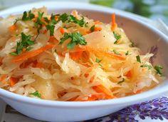 Rychlý salátek plný vitamínů, vhodný jako očistná svačinka, ale hodí se i jako příloha k hlavnímu chodu.
