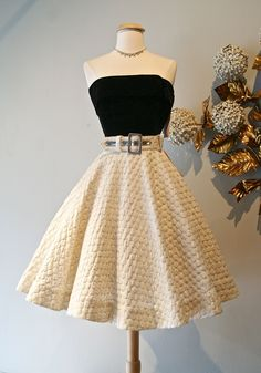 Gorgeous skirt and top! Women's vintage rockabilly fashion clothing Gorgeous skirt and top! Women's vintage rockabilly fashion clothing outfit The post Gorgeous skirt and top! Women's vintage rockabilly fashion clothing appeared first on Vintage ideas. Cute Prom Dresses, Pretty Dresses, Homecoming Dresses, Beautiful Dresses, Short Dresses, Formal Dresses, Graduation Dresses, Prom Gowns, Dresses Dresses