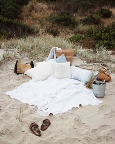 """cool al-xbeckett: """"Surprised one of my number one girls with a pre-birthday beach picnic last night. I can't wait for more of this ✨ """" medianet_width = medianet_height = medianet_crid = medianet_versionId = (function() { var isSSL = '. Summer Activities For Kids, Summer Kids, Men Summer, Style Summer, Summer Parties, Late Summer, Summer Beach, Santorini Greece Vacation, Greece Travel"""