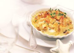 Seafood au Gratin a la Canadienne - I would suggest fresh seafood .and then get a permission slip from your cardioligist. This is going to be one of our Sunday Night Sin foods Seafood Recipes, Appetizer Recipes, Cooking Recipes, Seafood Dishes, Seafood Meals, What's Cooking, Appetizers, Fish And Meat, Fish And Seafood