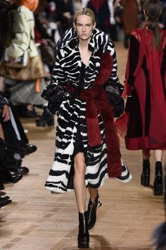 Sacai Fall 2017 Ready-to-Wear Fashion Show - Harleth Kuusik (Elite)