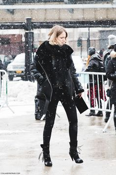 pretty snowy!! #JenniferNeyt rocking all black everythang in NYC.