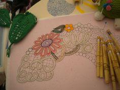 Bobbin Lace, Crochet Earrings, Victoria, Lace Pillows, Doilies, Needlepoint, Bobbin Lace Patterns, Hand Fans, Tulle