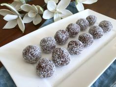 Raw choc peppermint bliss balls using doTERRA Peppermint essential oil. Raw, vegan and gluten-free. A healthy treat to satisfy your sweet tooth!