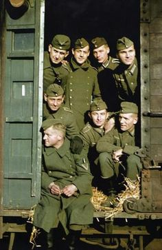Wehrmacht Eisenbahn  Ordinary soldiers of the Wehrmacht. Unknown unit. Commons: Bundesarchiv.