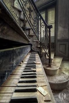 Silent Keys ~~ Old, Forgotten Piano sits at the bottom of a Beautiful Staircase in an abandoned building. So sad the piano was forgotten! I would just love to fix it up and play a symphony on it! Abandoned Mansions, Abandoned Houses, Abandoned Places, Old Houses, Abandoned Castles, Das Haus In Montevideo, Jolie Photo, Haunted Places, Old Buildings