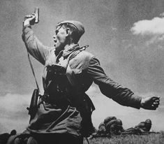 Combat,' Lugansk 1942, this soldier (Alexei Eremenko) was killed by a shell just after this photo which also injured the photographer Max Alpert [IMG]