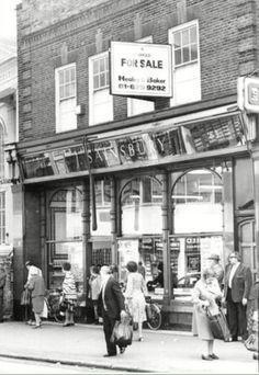Sainsbury's Shop in Rye Lane Peckham South East London England on its last days and up for sale in 1982 New South, South London, Old London, London History, Local History, British History, Old Pictures, Old Photos, Street Photo