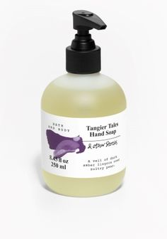 Everyday indulgent wash that ensures hands are perfectly cleansed, cared for and delightfully scented. Pomegranate and pear are laid on a warm bed of black violet, while amber and patchouli provide depth. 250 ml/8.45 fl oz.