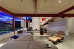 Nova Lima mansión fue diseñada en 2010 por el estudio Associados Denise Macedo Arquitetos. Ubicado en el municipio de Nova Lima en Brasil, que abarca una superficie de 1100 metros cuadrados. metros.
