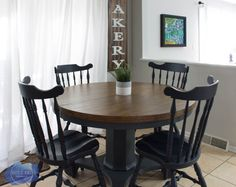 Pedestal Kitchen Table Makeover A round dining table makeover by Jenni of Roots and Wings Furniture. Find the most durable finish for a wood top dining room table in this post! Refurbished Table, Painted Kitchen Tables, Refinishing Kitchen Tables, Rooms Ideas, Round Pedestal Dining Table, Dining Tables, Dining Set, Dining Table Makeover, Dining Room Wall Art