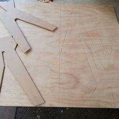 Mesita redonda  #maderastudiocl#plywood#plywoodfurniture#woodworking#wood#madera#muebles#handmade#furniture#carpinteria#muebleria#hechoamano#hechoenchile#hechodemadera#chile#decoration#decoracion#deco#hogar#interiordesign#diseño#interior#casa#interiores#decoracioninteriores#terciado#stgo#diseñochileno#santiago#mueblesterciado.