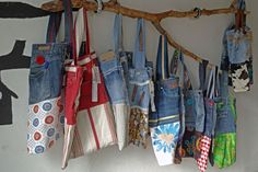 Bags From Jeans. Can use for reusable grocery bags. Artisanats Denim, Denim Purse, Jeans Recycling, Sewing Crafts, Sewing Projects, Diy Vetement, Sewing School, Denim Ideas, Denim Crafts