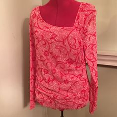 The limited top Cute top with ruching on the side, great condition The Limited Tops Blouses