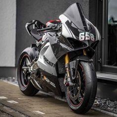 Ducati Motorbike, Racing Motorcycles, Motorcycle Bike, Yamaha Bikes, Motorbike Girl, Motorcycle Quotes, Ducati 1199 Panigale, Ducati Superbike, Futuristic Motorcycle