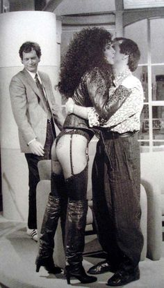David Letterman checking out Cher's bum while she's hugging Sonny Bono on Late Night, 1987.
