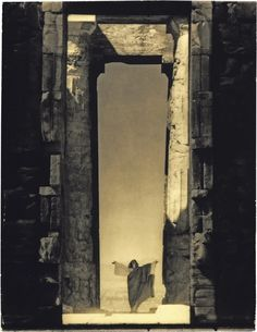 Isadora Duncan Isadora Duncan at the Portal of the Parthenon by Edward Steichen, June 1923 issue; © The Estate of Edward Steichen Edward Steichen, Isadora Duncan, Parthenon Athens, Acropolis, Lee Miller, Richard Neutra, Richard Avedon, Magritte, Alfred Stieglitz