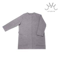 A moje opravdová pýcha a #musthave kousek do šatníku …. minimalistický světle šedivý kabátek cena 2.500,-Kč …tento z umělého flauše, bezešvé boky i zadní partie (neničí se vám otíráním …