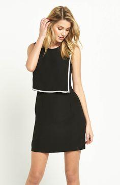 Sukienka marki V by Very efektowne wykończenie, 359 zł na http://www.halens.pl/moda-damska-rozmiary-specjalne-na-gore-5828/sukienka-576689?imageId=398881&variantId=576689-0026