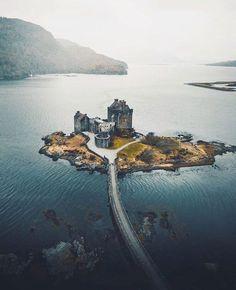 ♛ A wHiMSiCaL RomAnCe ♛ — Eilean Donan Castle, Scotland | @_marcelsiebert Scotland Castles, Scottish Castles, Beautiful Castles, Beautiful Places, Places To Travel, Places To See, Landscape Photography, Travel Photography, Wedding Photography