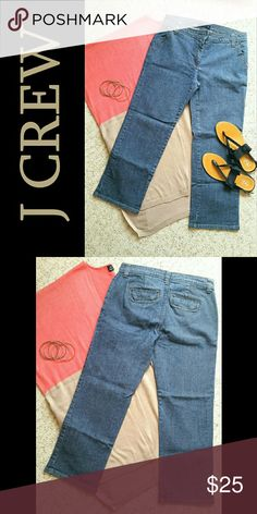 """J Crew Denim Capris Perfect for warmer weather style! Classic denim capris by J Crew. 99% cotton/ 1% spandex. Approx 9"""" mid-rise, 25"""" inseam. Straight leg. Front zip fly with hidden hook and eye closure at waist. Two front side slash pockets. Two back flap pockets with magnetic closures. Size 4. True to size. Very good used condition. No flaws, stains, or tears. Bundle 2+ items and save 10% plus combined shipping! J. Crew Jeans Ankle & Cropped"""