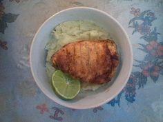 cauliflorwer puree and chicken breast.. puré de coliflor con pechuga de pollo al limón :)