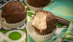 Kokosové Bounty guličky iba z troch surovín - Báječné recepty Xmas Cookies, Cake Cookies, Cupcakes, Slovak Recipes, Ice Cream Candy, Desert Recipes, Creative Food, No Bake Cake, Food Dishes
