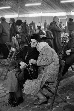 Paris. 1978 - Jean Gaumy.  Enduring love.