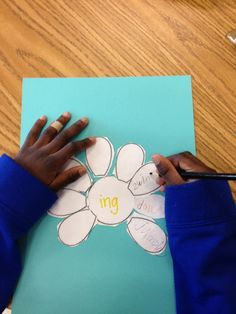 Little Miss Glamour Goes To Kindergarten: spring. Spring in the middle. Things about spring in each petal